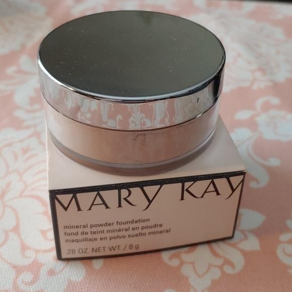 Mary Kay mineral powder foundation Ivory 2